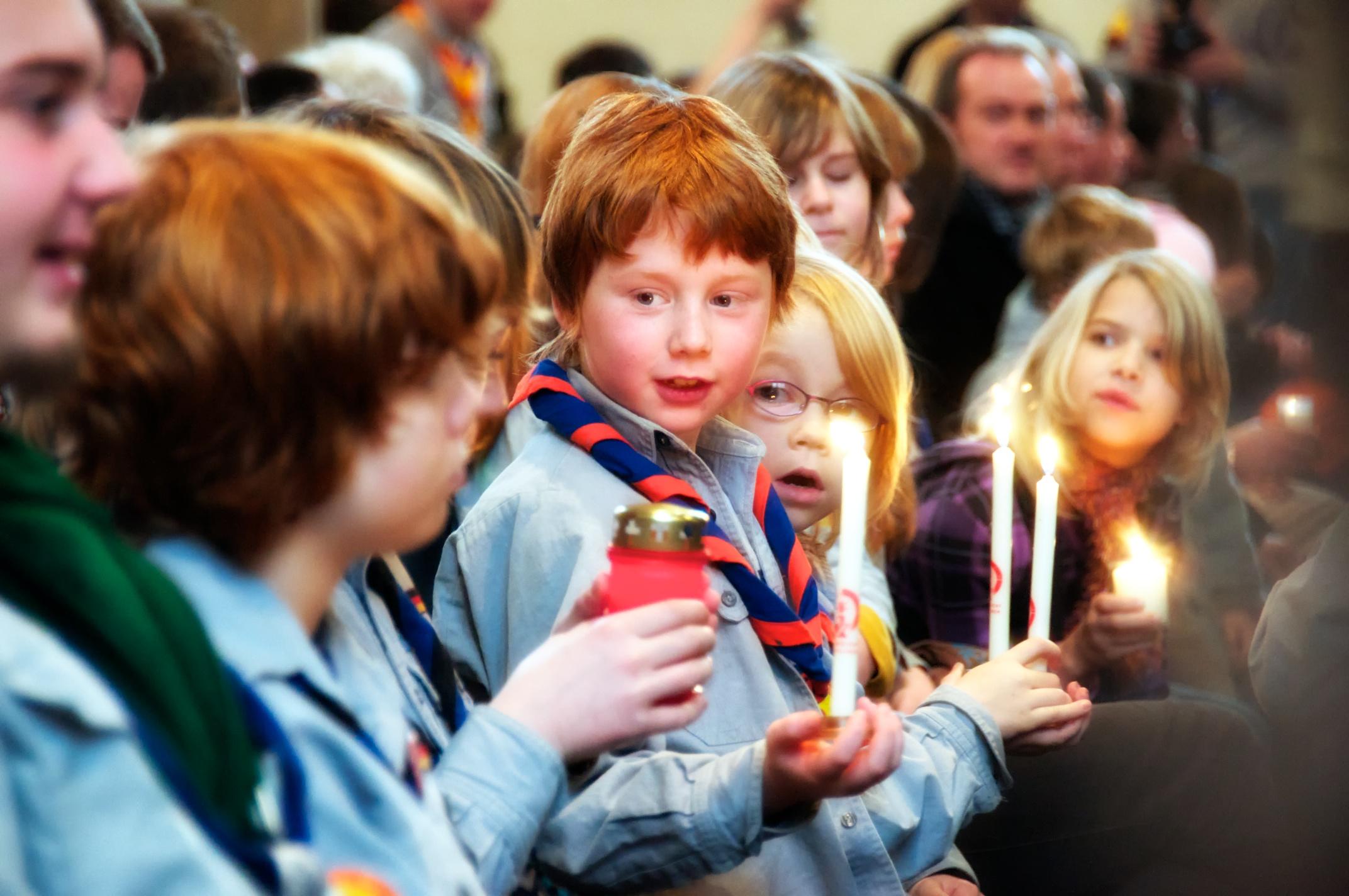 Begeisterte Kinder bei der Aussendungsfeier